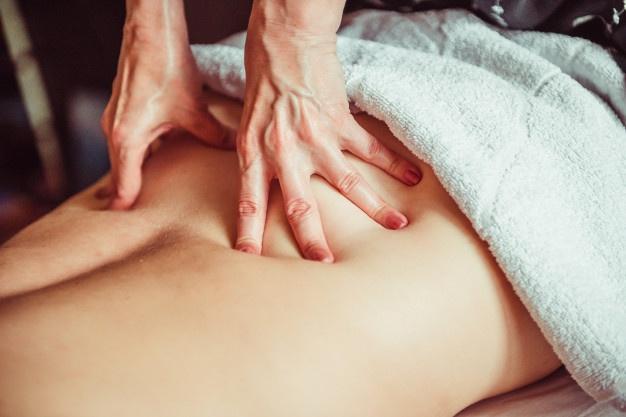 Comment le massage des tissus profonds peut-il aider en cas de blessures?