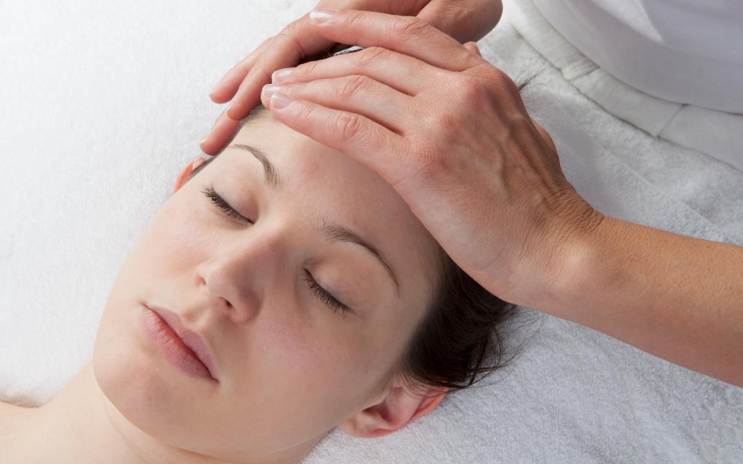 Massage pour les maux de tête et le soulagement du stress