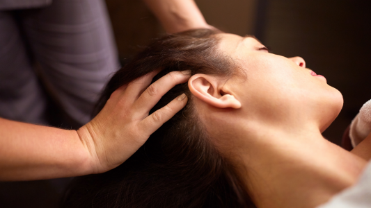 massage pour les maux de tête